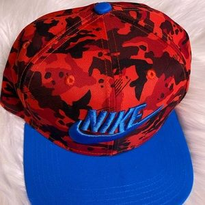 Nike Youth red camo snap back hat